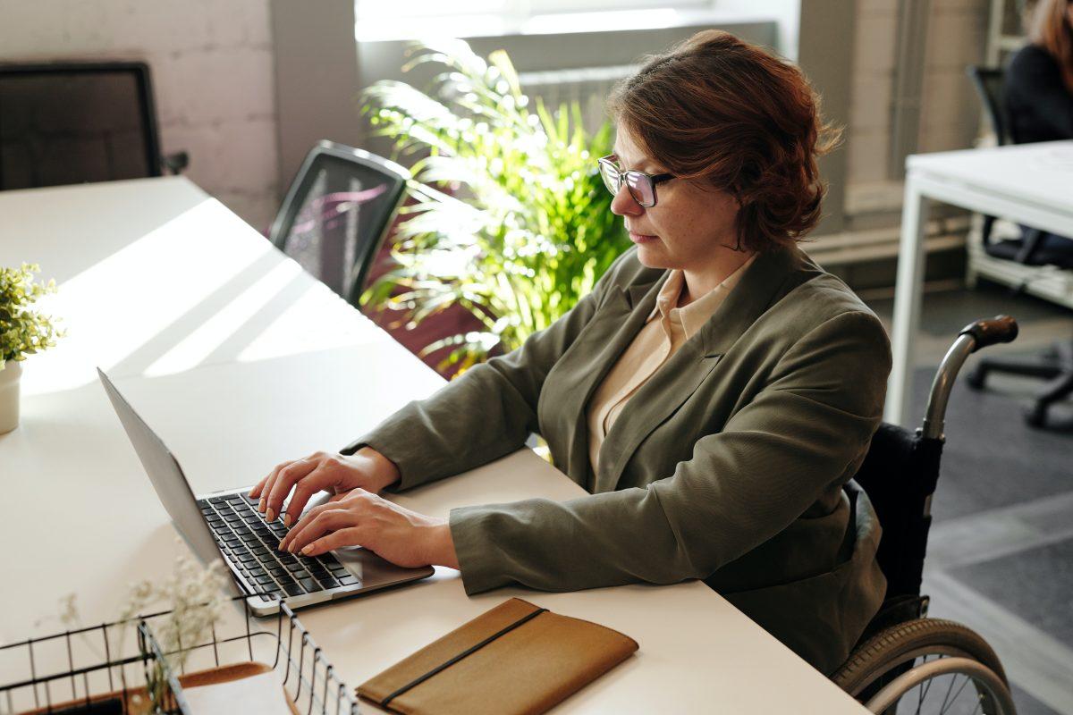 עובדת במשרד תרגום טקסט4יו